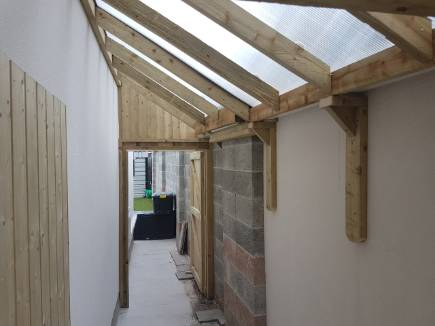 This side passage shed utilizes the full width of the side passage. The internal gutters fitted beneath the wall capping stone, increase usable space With a damp proof floor(optional) made from 18mm plywood, joists, damp course and vents. The doors are fitted with 5 lever dead bolts for security.