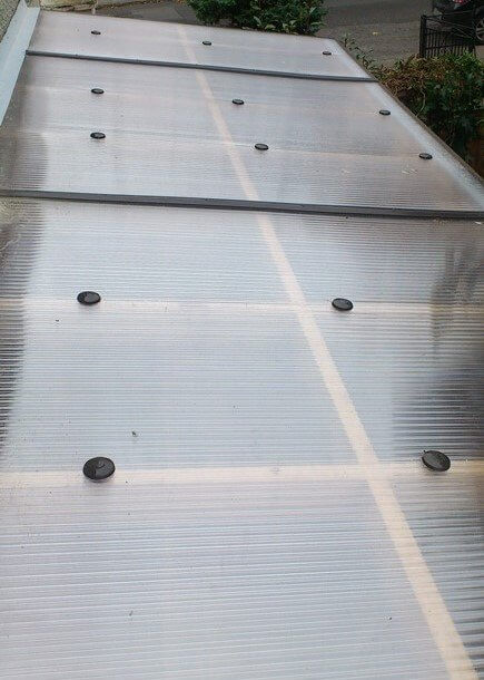 The roof material used on this lean to roof is 16mm twin wall polycarbonate sheeting. The product is uv protected, preventing discolouration from the sunlight. This type of sheeting is ideal for an inhabitable structure, as the 16mm sheeting has insulation properties also. With many accessories available to join and seal each sheet. The completed roof is strong, durable and tidy.